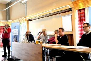 Leif Persson från PRO lyfter frågan om pensionärers orimliga skatter, och varje partirepresentant hade sin egen syn på saken.