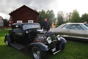 Lars Andersson med sin Ford från 1932 – ett hemmabygge eller så kallad Hot Rod.