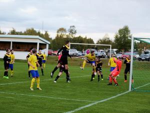 Johan Eggen var starkast i luften och nickade en 4-0 efter en hörna.