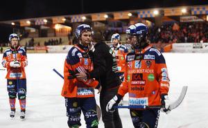 Samuli Helavuori med tom blick efter slutsignalen på Sävstaås.