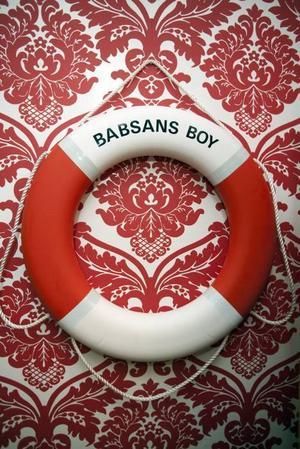 BOJ. Babsans boy är en present Lars-Åke fått av ett syskonbarn.