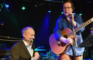 Kjell Höglundtillsammans med Mikael Ramel, grundare till priset