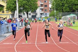 Glansahammars IF:s Therese Knutsson, på treje banan från vänster, tog sig till final genom att vinna sitt heat i klassen 80 meter för Flickor 13.