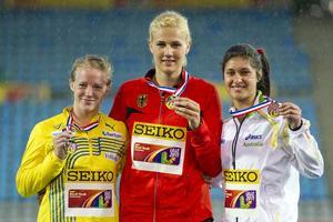 Sofi Flinck, guldmedaljören Christin Hussong, Tyskland, och bronsmedaljören Monique Cilione, Australien.