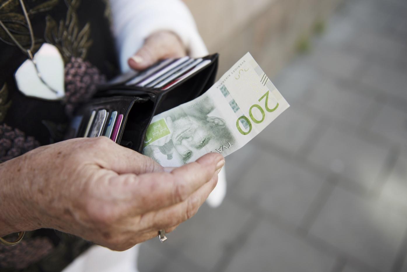 Farre kontanter i omlopp