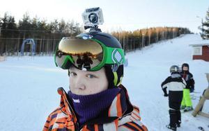Filip Hägg fick kameran till slalomhjälmen av hans pappa.