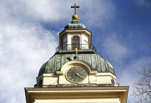Tornet på Heliga Trefaldighets kyrka gömmer livsfarliga kolosser