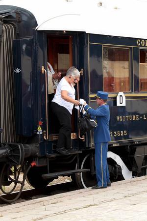 Orientexpressen under en årlig resa mellan Paris och Istanbul. Stationen ifråga är Varna i Bulgarien.   Foto: Pres Panayotov/Shutterstock.com