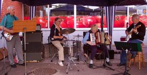 SPF-orkestern underhöll den stora publiken på ett mycket förtjänstfullt sätt. Foto: Leif Eriksson