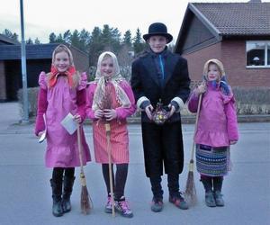 Tre riktigt fina Påskkäringar med eskort gladde oss innan de gjorde sig beredda för take-off på Skärtorsdagen.
