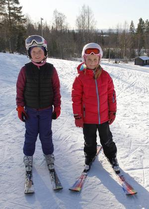 Ida Ljungström och Emmy Torin åkte slalom i Kajvall.