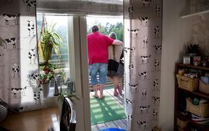 Fick nog. Bengt och Birgitta krävdes plötsligt på 28500 kronor i hyreshöjningar och deposition av svartuthyraren.