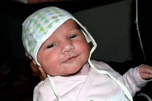 Två veckor gamla Sunita har lämnat sjukhuset. För en månad sedan tillbringade hennes då höggravida mamma Monica Stangaciu nätterna på tågstationen.