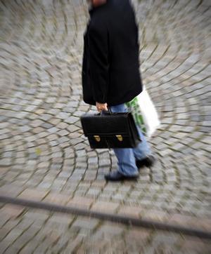 Oavlönad lojalitet. Många lärare måste ta med jobbet hem. Vilka inom industrin skulle ställa upp på att arbeta gratis? undrar Ines Vikblom.foto: scanpix