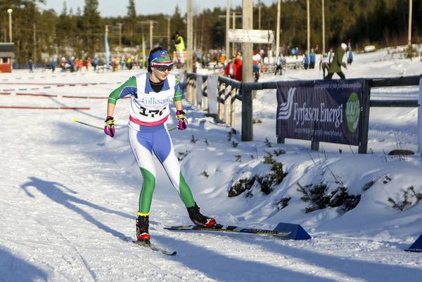 Emma Jönsson var snabb i tekniksprinten men ett tidsödande fall gjorde att hon tappade en placering bland de allra främsta.
