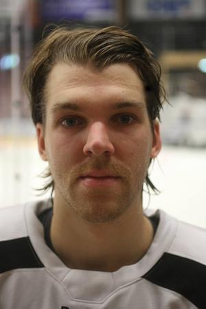Kenny Källström är tillbaka på isen efter nästan tre veckors rehabilitering. Han känner inte av hjärnskakningen han drog på sig under matchen mot Piteå.