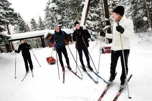Hela familjen Laurell tog en runda i skidspåren i Hemlingby på lördagen.
