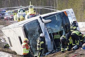 Bussolycka på E45 mellan Sveg och Fågelsjö. Tre barn omkom.