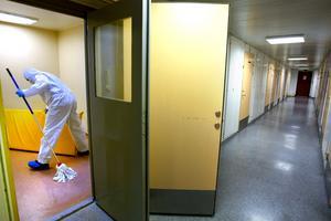 Den unga kvinnan fick tillbringa natten i polisens arresten i Sundsvall.