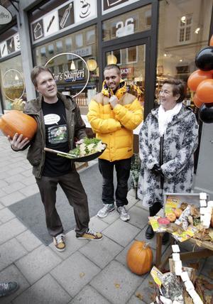 Kravambassadören Peter Ågren ska laga mat på gatan. Philip Bergström från Intersport kommer likt många andra butiker att hålla extra öppet på torsdagskvällen. Eva Olsson, Gävle centrumsamverkan, hoppas locka ut barnfamiljer på stan.