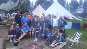 Nästan alla samlade förutom de äldre scouterna som bor i Roverbyn på flotten.