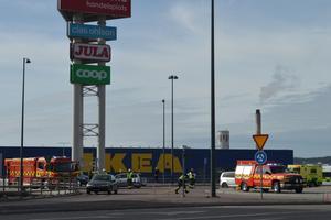 Trafikolycka i Backarondellen i Borlänge. Fyra bilar var inblandade.
