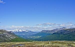 Stationen ligger 30 minuter från skidorten Oppdal och utsikten från kontoret kan man inte klaga på.