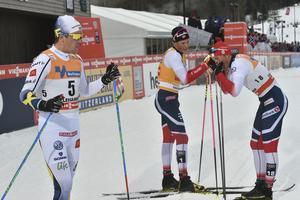 Calle Halfvarsson, fyra, medan Johannes Hösflot Kläsbo får behålla sin gula väst efter en ny seger i världscupen.