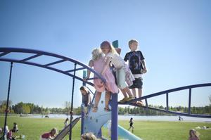 Långnäs klätterställning invaderades av fritidsbarn.