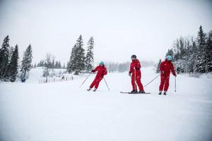– Alla säsongare som vill åka varierande skidåkning åker hit till Åre, säger Nora.