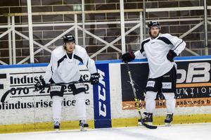 Adam Seydlitz och Jonas Lindström är kvitt skadeproblemen och återförenas med lagkaptenen Magnus Nilsson i kedjan.