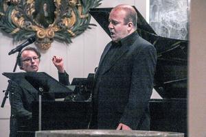 Pianisten Fredrik Ullén och tenoren Mats Carlsson guidade åhörarna genom Jussi Björlings liv och musik.