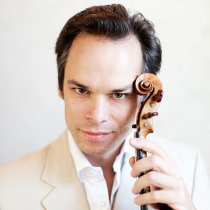 Benjamin Schmid har vunnit en rad internationella priser, bland annat Carl Flesch-tävlingens Mozart- och Beethoven-priser. Han engageras av världens ledande orkestrar, däribland Concertgebouw-orkestern i Amsterdam, Leipzig Gewandhaus-orkester, Wienerfilharmonikerna, filharmonikerna i S:t Petersburg och många fler.
