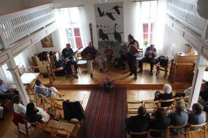 Kapellet i Sörfjärden samlar många under sommarens musikkvällar.