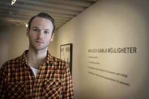 SAMLADE MATERIAL. Konstnären Erik Berglin från Sundsvall var på Island när vulkanen fick sitt första utbrott. Han var där för att samla material om ett äldre vulkanutbrott till en kommande utställning, men fick snart annat att tänka på. Foto: Arkiv