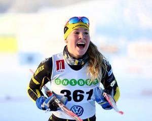 Jätteglad blev Karin Björnlinger efter att hon äntligen fått till det och vunnit damjuniorloppet i Bruksvallarna.