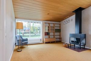 På Stortäktsvägen 1 i Falun finns en arkitektritad villa i funkisstil.