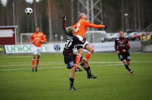 17-årige forwarden Daniel Andersson gjorde a-lagsdebut i ÖFK och fick den otacksamma                           uppgiften att ensam slåss med Umeås storväxta mittförsvar. Andersson spelade hela matchen, medan 16-årige Pontus Englund byttes in med kvarten kvar att spela.   Foto: FRedrik Alverland