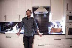 I köket som är husets hjärta mår Mattias gott. Här skapas både goda maträtter och träningspass till Friskis och svettis.