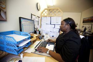 RING RING. Telefonen ringer ofta hos tolkförmedlaren Winny Wambugu. Hon är också själv tolk i bland annat Swahili.