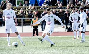 Hårdskjutande Oskar Nordlund finns på Ånge IF:s önskelista,