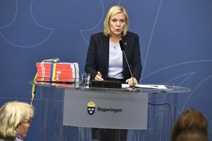 Finansminister Magdalena Andersson presenterar  budgetpropositionen under en pressträff i Rosenbad i Stockholm.
