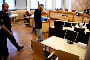 Simon Yngvesson i tingsrätten i samband med häktningen tidigare i år.