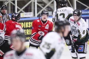 Micke Pettersson jublar efter att ha gjort sitt första mål för säsongen.