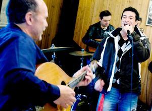 Chilenaren Elvis Perez hittade rytmen direkt och Ale Möller njöt av samspelet.