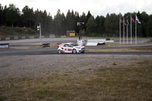 Kevin Eriksson under en deltävling i RallyX Nordic-serien på Strängnäs Motorstadion.