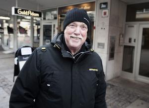 John Blomström, 70 år, pensionär, Borlänge: Jag tycker inte att man ska få bjuda i förskolan. Det kan lätt bli osämja och orättvisa.