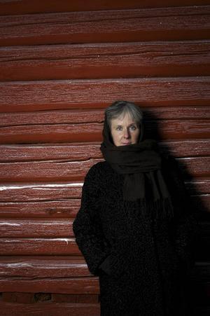 Birgitta Lillpers, född och uppvuxen i Orsa, utkommer med sin trettonde diktsamling nästa vecka. Insikten om livets ändlighet präglar den nya texten Anteckningar om hö.