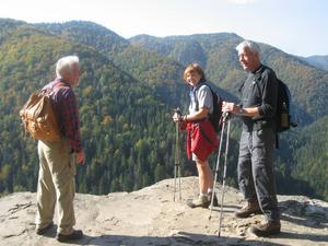 Anneli Wiklund (i mitten) på vandring i Slovakien.   Foto: Privat