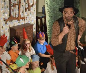 Spelglädjen stod högt in tak bland såväl yngre som äldre skådespelare och får barnen som de vill blir det många flera teaterföreställningar i Folkärna kyrka.